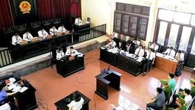 Phiên tòa xét xử vụ án tai biến chạy thận tại Bệnh viện Đa khoa tỉnh Hòa Bình
