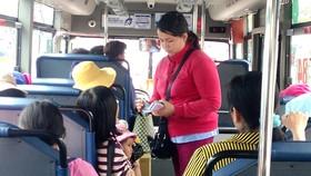 Hoạt động của xe buýt vẫn còn nhiều bất cập, nên chưa thu hút được nhiều người sử dụng. Ảnh: THU HƯỜNG