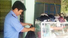 Anh Phong đã vận động bạn bè, người thân quyên góp quần áo cũ để lập tủ quần áo từ thiện tặng người nghèo