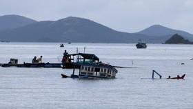 Lật thuyền trên vịnh Vân Phong, 2 người thiệt mạng, 1 người mất tích