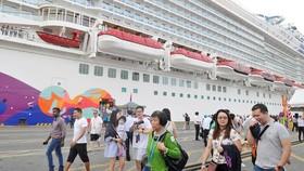 Đón 2 tàu đến Việt Nam với 7.060 hành khách