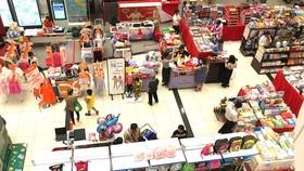 Một gian hàng bán hàng Việt tại trung tâm thương mại Aeon. Ảnh: CAO THĂNG