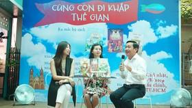 Nhà văn  Tô Hồng Vân, nhà văn Dương Thuỵ, nhà báo Trọng Phước (từ trái sang) chia sẻ tại buổi ra mắt.