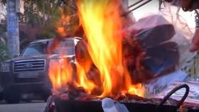 Sự chủ quan khi đốt vàng mã của người dân  gây nguy cơ cháy nổ cao