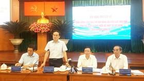 Phó Bí thư Thường trực Thành ủy TPHCM Trần Lưu Quang phát biểu chỉ đạo tại hội nghị về công tác quản lý trật tự xây dựng của quận 10. Ảnh: HOÀI NAM