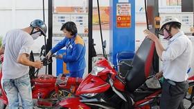 Giá xăng giảm hơn 100 đồng/lít từ 15 giờ ngày 31-8