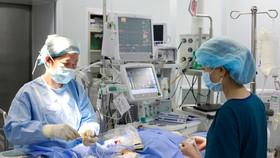 Đặt stent mạch vành là phương pháp can thiệp tim hiện đại, giúp giải quyết tắc nghẽn động mạch vành, giảm đau thắt ngực, dự phòng và điều trị nhồi máu cơ tim