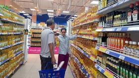 Người tiêu dùng có rất nhiều sự chọn lựa khi các sản phẩm dầu ăn được bán  trên thị trường ngày càng đa dạng hơn