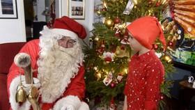 """Đức: Cảnh sát """"điều tra sai phạm"""" ông già Noel"""
