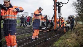 Công tác xây hàng rào bắt đầu từ hôm qua.
