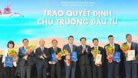 Bình Thuận trao quyết định đầu tư dự án Thanh Long Bay cho Nam Group