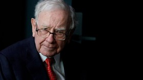 Warren Buffett's Berkshire Hathaway is looking to diversify its fundraising.   © Reuters
