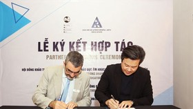 Mr. Bui Vu Thanh - Founder of AMPA Education signed a cooperation agreement with Mr. Bernard Depasquale - CEO of Australian Music Examinations Board (AMEB).