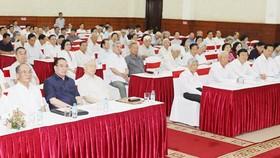 Tổng Bí thư Nguyễn Phú Trọng và các đồng chí lãnh đạo, nguyên lãnh đạo Đảng, Nhà nước dự hội nghị. Ảnh: TRÍ DŨNG