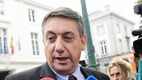 Bộ trưởng Nội vụ Bỉ Jan Jambon trả lời báo giới tại Brussels. Ảnh: TTXVN