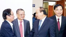 Thủ tướng  Nguyễn Xuân Phúc với các đại biểu tham dự hội nghị trực tuyến tổng kết năm 2017 và triển khai kế hoạch năm 2018 của ngành nông nghiệp