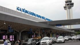 Đề nghị tạm dừng thu tiền ô tô ra vào nhà ga hàng không
