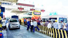 Nhiều tài xế tập trung phản đối tại trạm BOT Ninh Lộc
