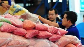 Kiểm tra số ma túy chuẩn bị mang thiêu hủy ở Ayutthaya, Thái Lan ngày 25/6. (Ảnh: THX/TTXVN)
