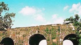 Tu sửa cấp thiết cổng Nam Thành Nhà Hồ