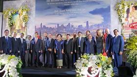 Các đại biểu chụp hình tại buổi lễ  Quốc khánh Thái Lan. Nguồn: VOH