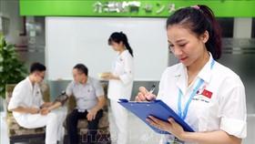 Nhật Bản nới lỏng tiêu chuẩn đối với điều dưỡng viên ngoại