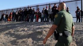 Mỹ: Người di cư có nguy cơ bị trục xuất do dịch bệnh