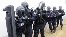 Pháp triển khai quân chống khủng bố đối phó với bạo động