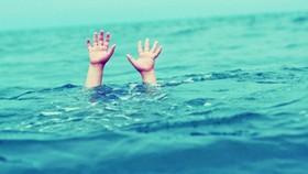 Rủ nhau ra hồ tắm, 2 học sinh bị chết đuối