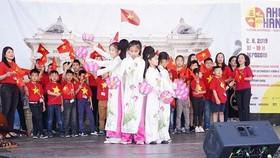 Một tiết mục biểu diễn tại lễ hội văn hóa - ẩm thực Ahoj Ha Noi