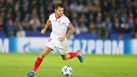 Hết kiên nhẫn với Atletico, Vitolo ở lại Sevilla.