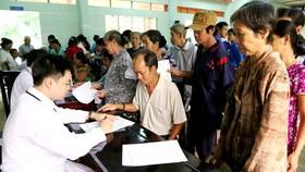 Khám bệnh cho người dân xã Phước Mỹ Trung