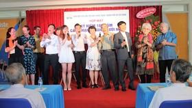 Các văn nghệ sĩ TPHCM cùng hát vang ca khúc Thời thanh niên sôi nổi tại buổi họp mặt