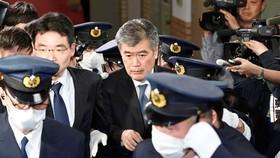 Ông Junichi Fukuda rời văn phòng Bộ Tài chính Nhật Bản ở Tokyo ngày 16-4-2018. Ảnh: KYODO