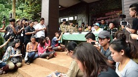 Đông đảo phóng viên tham dự cuộc họp báo chiều 7-7-2018 của nhóm giải cứu đội bóng nhí Thái Lan Wild Boar bị mắc kẹt trong hang Tham Luang. Ảnh: CNA