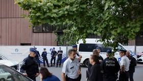Cảnh sát phong tỏa công viên Maximilien ở Brussels, Bỉ, sau vụ tấn công ngày 17-9-2018. AP