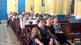 Bị cáo Hứa Thị Phấn (hàng đầu, bên trái) tại một phiên tòa