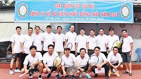 Giải thi đấu quần vợt diễn ra trong không khí vui tươi, phấn khởi của các vận động viên