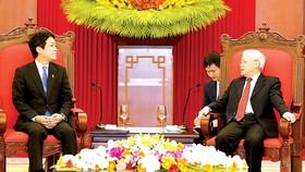 Tổng Bí thư, Chủ tịch nước Nguyễn Phú Trọng tiếp Hạ nghị sĩ Sonoura Kentaro, Đặc phái viên của Thủ tướng Nhật Bản Shinzo Abe. Ảnh: TTXVN