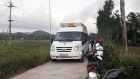 Thi thể chị Đ được đưa về quê nhà tại xã Ân Đức (Hoài Ân, Bình Định) vào chiều tối ngày 4-12. Ảnh: Báo Giao thông