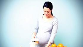 Thai phụ bổ sung vitamin C giúp cải thiện phổi của bé
