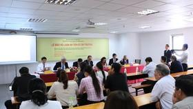 Nghiên cứu sinh Phan Thanh Long tại Lễ bảo vệ luận án tiến sĩ trước Hội đồng