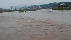 Sông Hồng có lũ giữa mùa đông