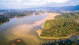 Hồ Pá Khoang, nơi có đảo Đào Hoa nhìn từ trên cao.