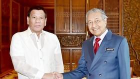 Tổng thống Philippines Rodrigo Duterte và Thủ tướng Malaysia Mahathir Mohamad ủng hộ giải pháp hòa bình ở biển Đông
