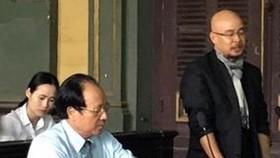 Ông Đặng Lê Nguyên Vũ (phải) được quyền điều hành Trung Nguyên