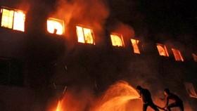 Cháy lớn tại Pháp và Bangladesh