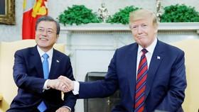 Hai nhà lãnh đạo nhất trí duy trì đối thoại với Triều Tiên. Ảnh: Reuters
