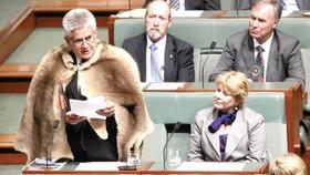 Ông Ken Wyatt phát biểu trước quốc hội