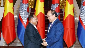 Thủ tướng Nguyễn Xuân Phúc tiếp Chủ tịch Quốc hội Vương quốc Campuchia Samdech Heng Samrin. Ảnh: TTXVN
